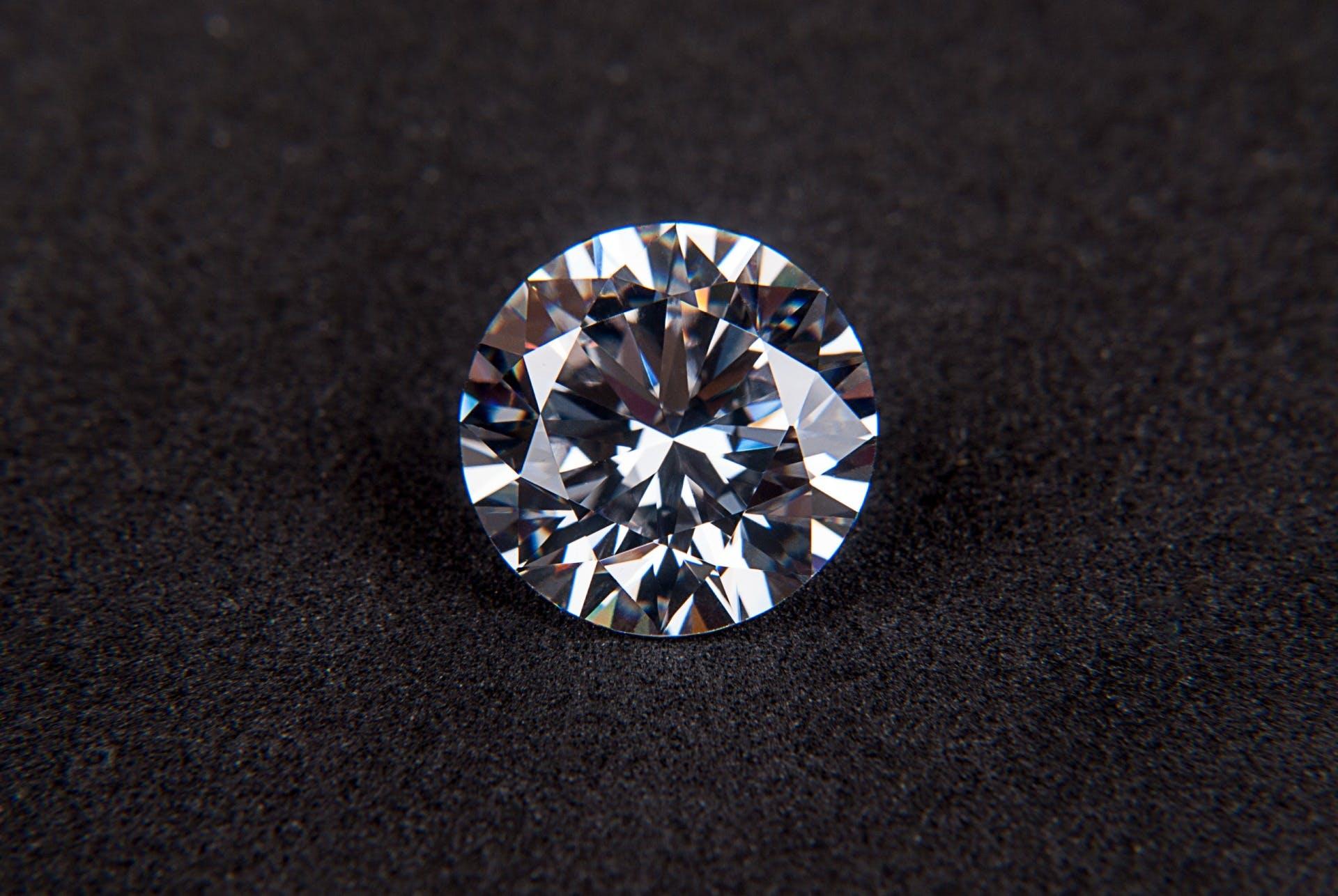 Kostenloses Stock Foto zu diamant, edelstein, facettiert, funkeln