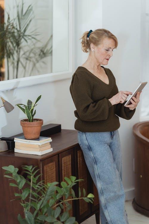 Безкоштовне стокове фото на тему «wi-fi, в мережі, введення тексту»