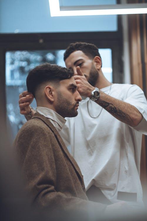 Foto profissional grátis de barbado, barbeiro, barbudo