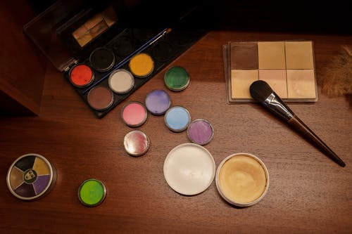 Assorted Color Round Makeup Kit