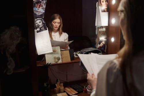Fotos de stock gratuitas de actriz, adentro, adulto