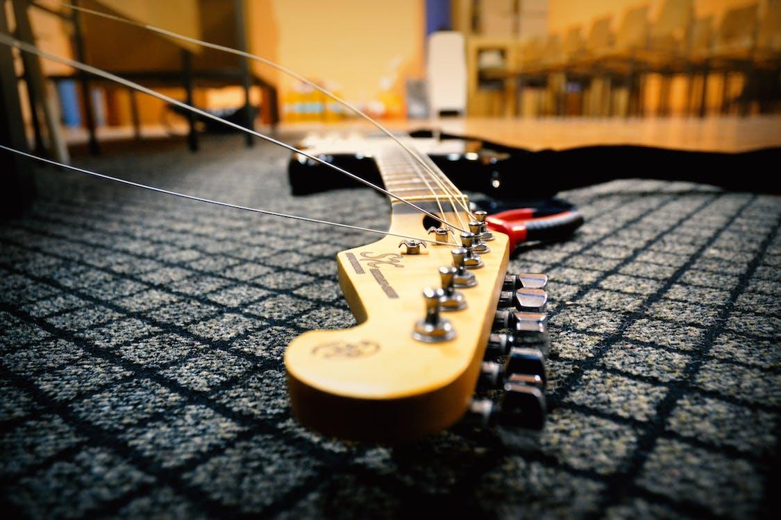 carpet, changing, electric guitar
