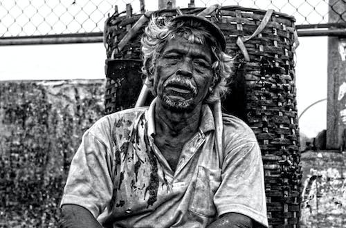 Foto d'estoc gratuïta de blanc i negre, home, humà, monocrom