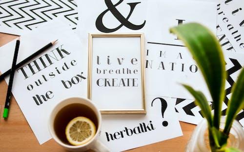 Zitat Kalligraphie Unter Tasse Zitronentee