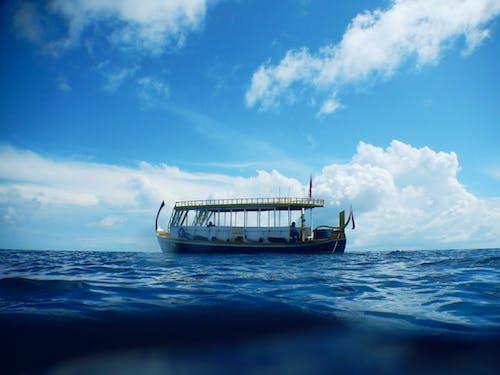 Immagine gratuita di acqua, azzurro, barca, mare