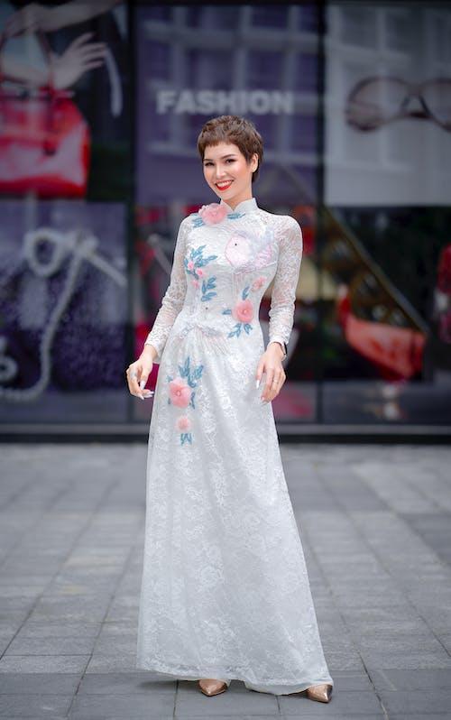 Darmowe zdjęcie z galerii z ao dai, azjatka, długa sukienka