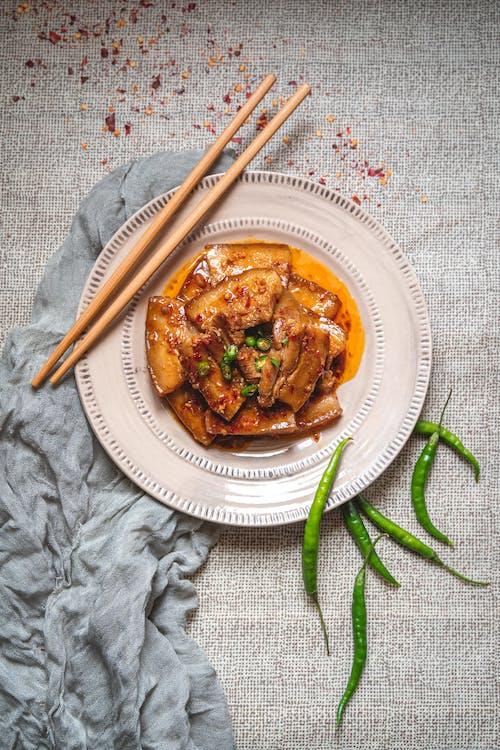 Základová fotografie zdarma na téma čili papričky, fotografie jídla, jídelní hůlky