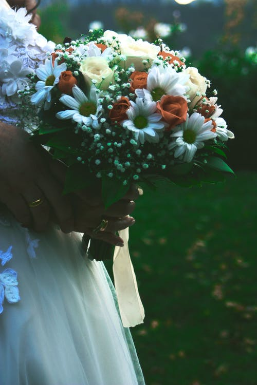 Darmowe zdjęcie z galerii z bukiet, ceremonia, kobieta, kompozycja kwiatowa