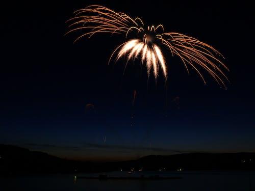 天空, 慶祝, 晚上, 漆黑 的 免费素材照片
