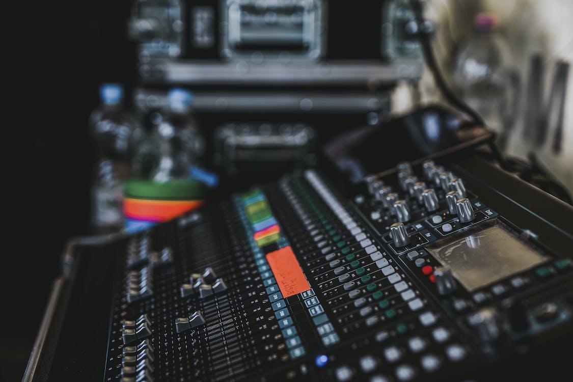 低音, 儀器, 工作室