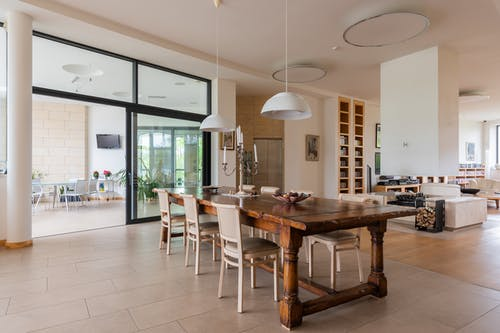 Spacious apartment with dining room