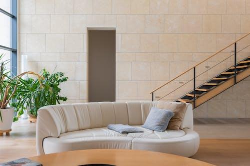 Darmowe zdjęcie z galerii z apartament, brązowy, cichy