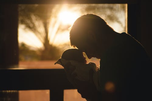 Foto stok gratis ayah, baru lahir, bayi, berharga