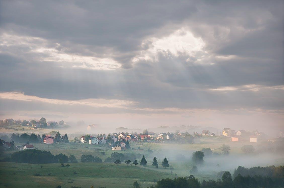 丘陵, 多雲的, 天空