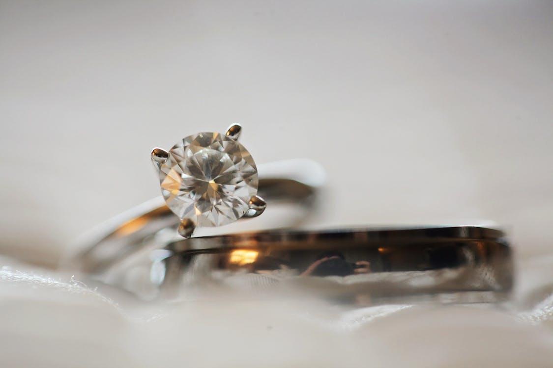 Berlian Umumnya Digunakan dalam Cincin Perkawinan dan Perhiasan