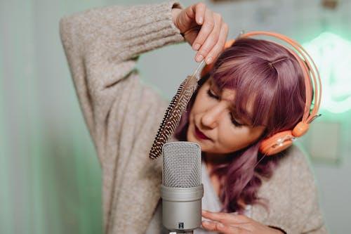 Darmowe zdjęcie z galerii z asmr, audio, dziewczyna