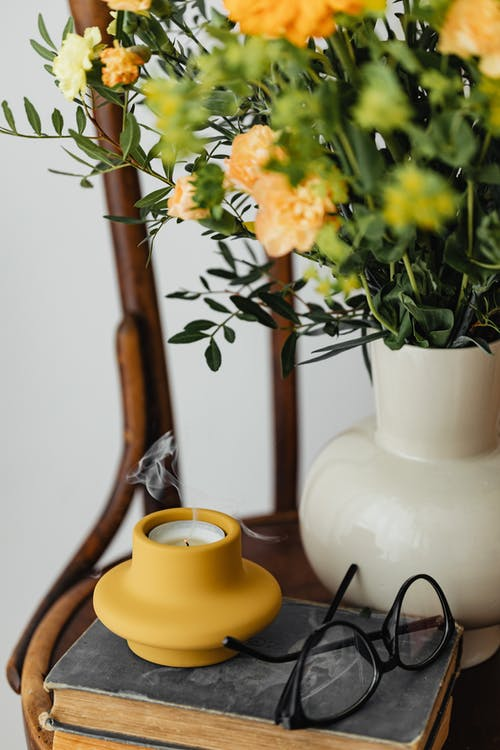 眼鏡, 綻放, 花瓶裡的花 的 免費圖庫相片