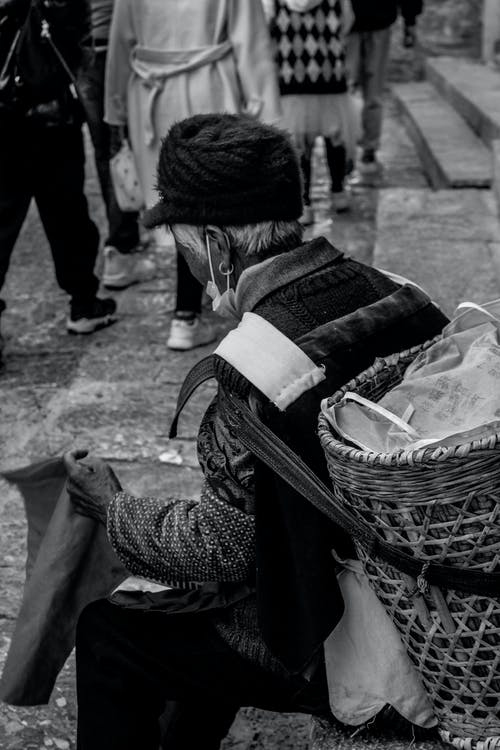 Kostnadsfri bild av äldre, bakkorg, barn