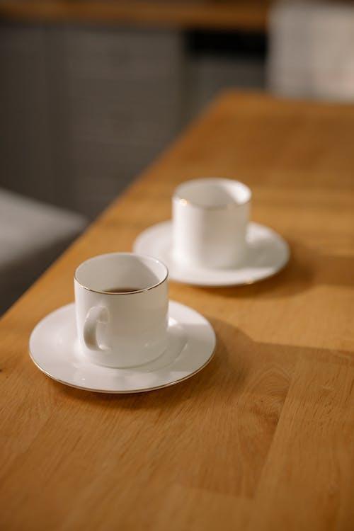 Kostnadsfri bild av bord, cappuccino, dricker kaffe