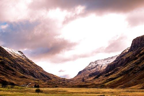 Fotobanka sbezplatnými fotkami na tému cesta, denné svetlo, hory, hracie pole