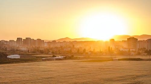 Δωρεάν στοκ φωτογραφιών με γήπεδο, δύση του ηλίου, κίτρινο ήλιο, πόλη