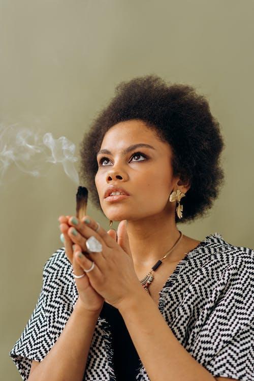 Gratis stockfoto met aantrekkelijk mooi, adem, afro