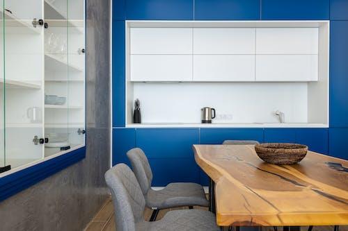 Foto profissional grátis de alojamento, apartamento, armário