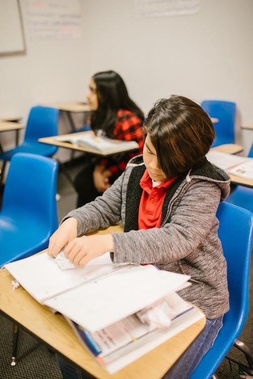 Gratis stockfoto met aan het leren, aan het studeren, anti pesten