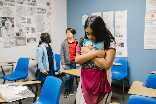 Imagine de stoc gratuită din agresiunea copilului asiatic, agresiunea e de rahat, agresiunea fata neagra