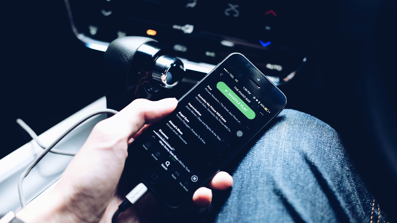Foto d'estoc gratuïta de Apple, cotxe, Interior de cotxe, iPhone