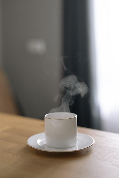 Kostnadsfri bild av atmosphère de confort, bord, cappuccino