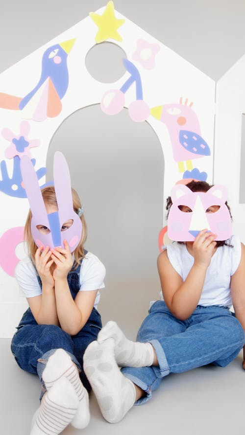 Gratis lagerfoto af ansigt dækket, artwork, barndom