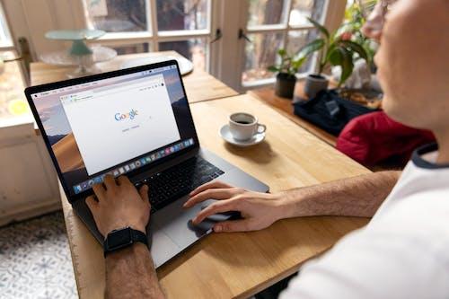 Gratis stockfoto met apple laptop, beeld, binnen