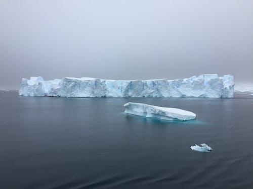 Darmowe zdjęcie z galerii z chmury, góra lodowa, góry lodowe, latający
