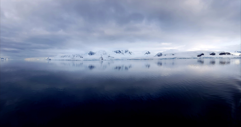 Foto profissional grátis de água, águas calmas, calma, cênico