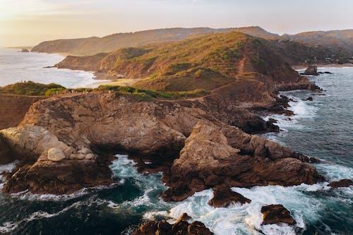 Fotobanka sbezplatnými fotkami na tému burácanie vln, exteriéry, hory