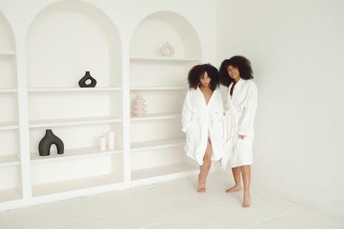 Ilmainen kuvapankkikuva tunnisteilla afro hiukset, asento, Ihonhoito
