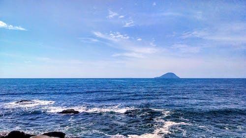 Gratis lagerfoto af blå himmel, bølger, dagslys, hav