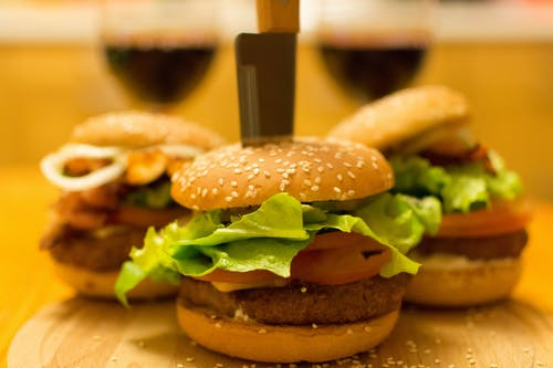 Fotobanka sbezplatnými fotkami na tému burger, cibuľa, hamburger, hamburgery