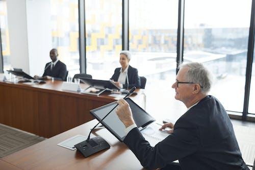 Gratis stockfoto met afspraak, bestuursvergadering, binnen