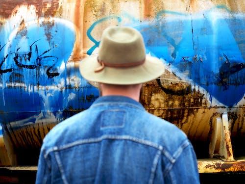 Gratis lagerfoto af graffiti, mand, stirre, Urban