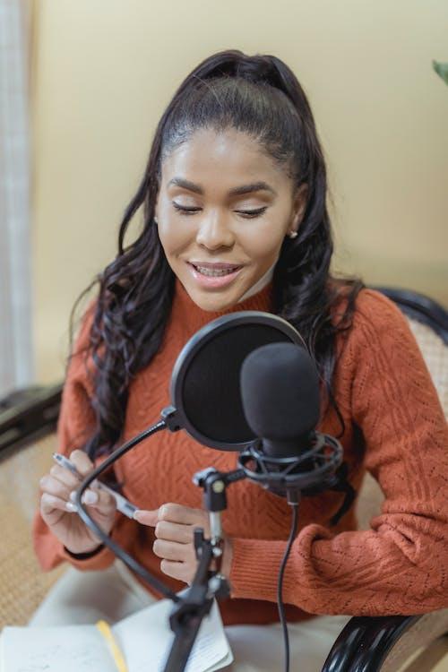Fotobanka sbezplatnými fotkami na tému Afroameričanka, audio, baviť