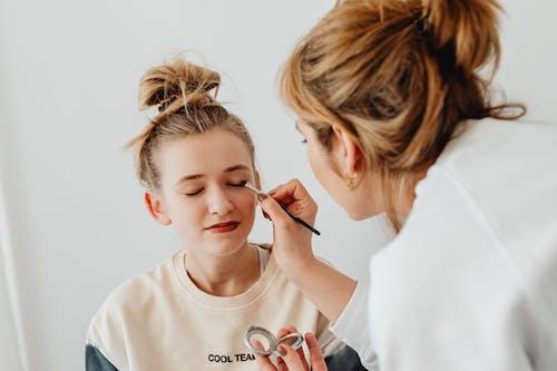 Základová fotografie zdarma na téma líčení, make-up umělec, oční stín