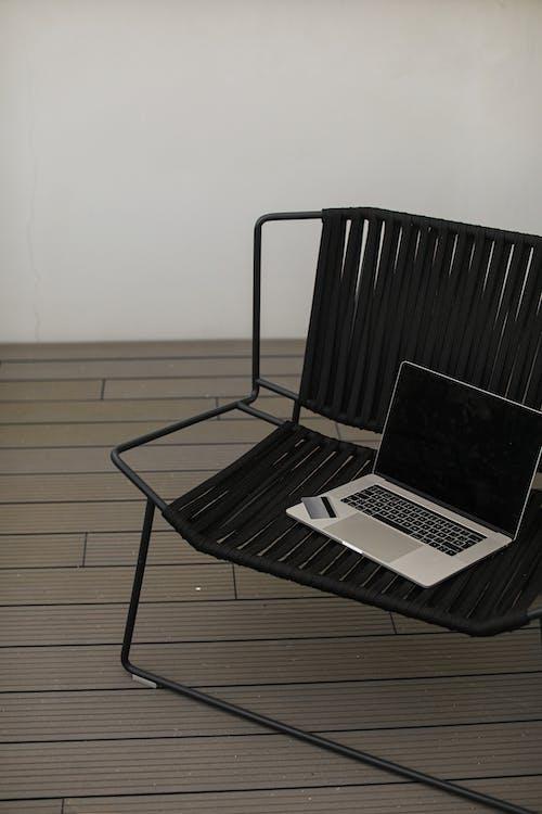 Foto profissional grátis de cadeira, cartão de crédito, cartão do banco