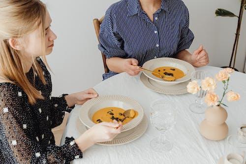 Бесплатное стоковое фото с вкусный, еда, женщины