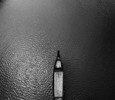 Kostenloses Stock Foto zu vogelperspektive, wasser, dunkel, boot