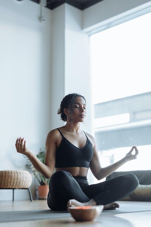 Immagine gratuita di benessere, consapevolezza, donna afro-americana