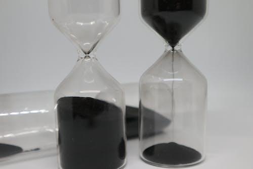 Gratis stockfoto met drinkglas, tijd, zandloper, zwart