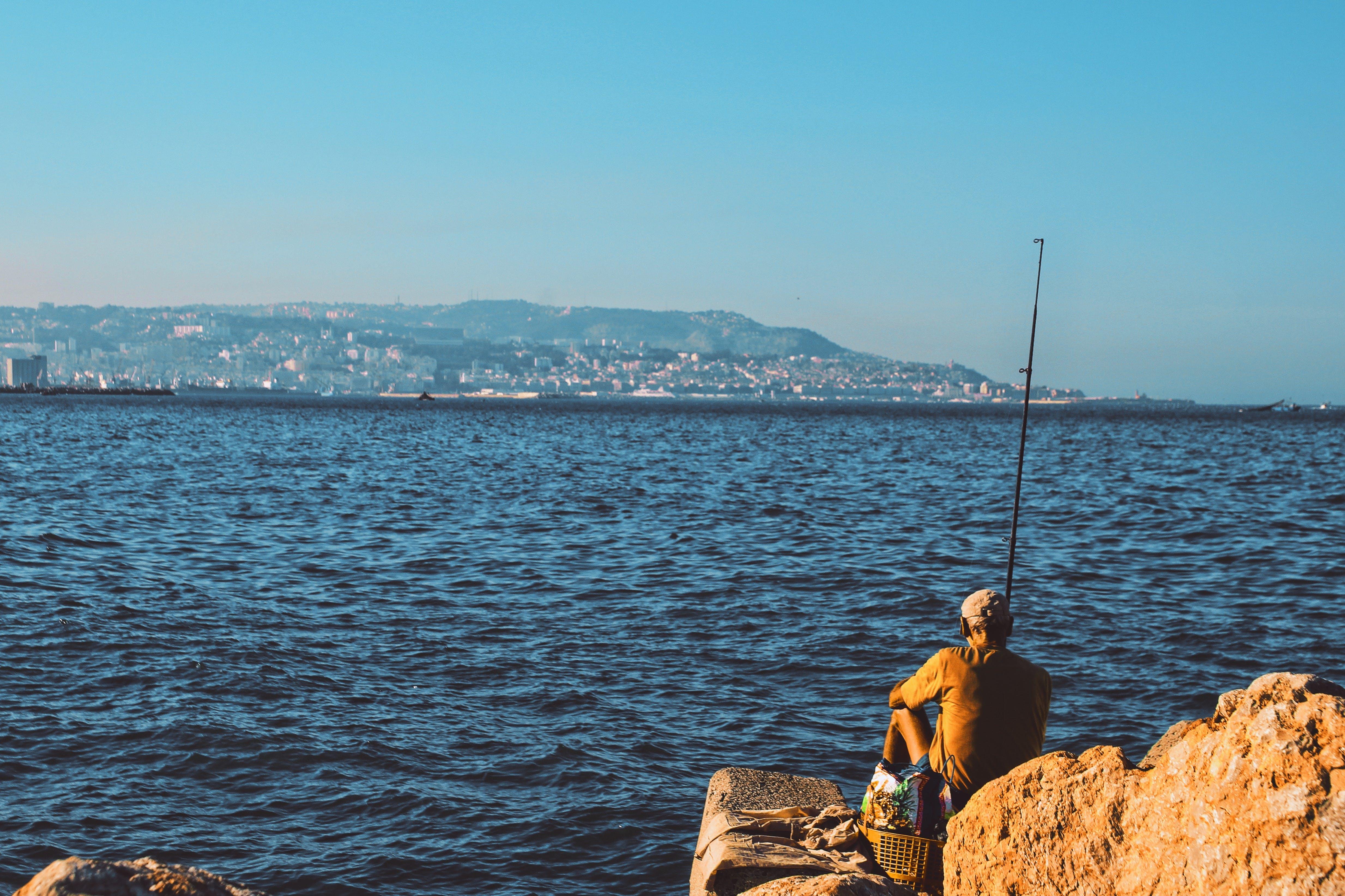 Balık tutmak, balıkçı, boş zaman, deniz içeren Ücretsiz stok fotoğraf