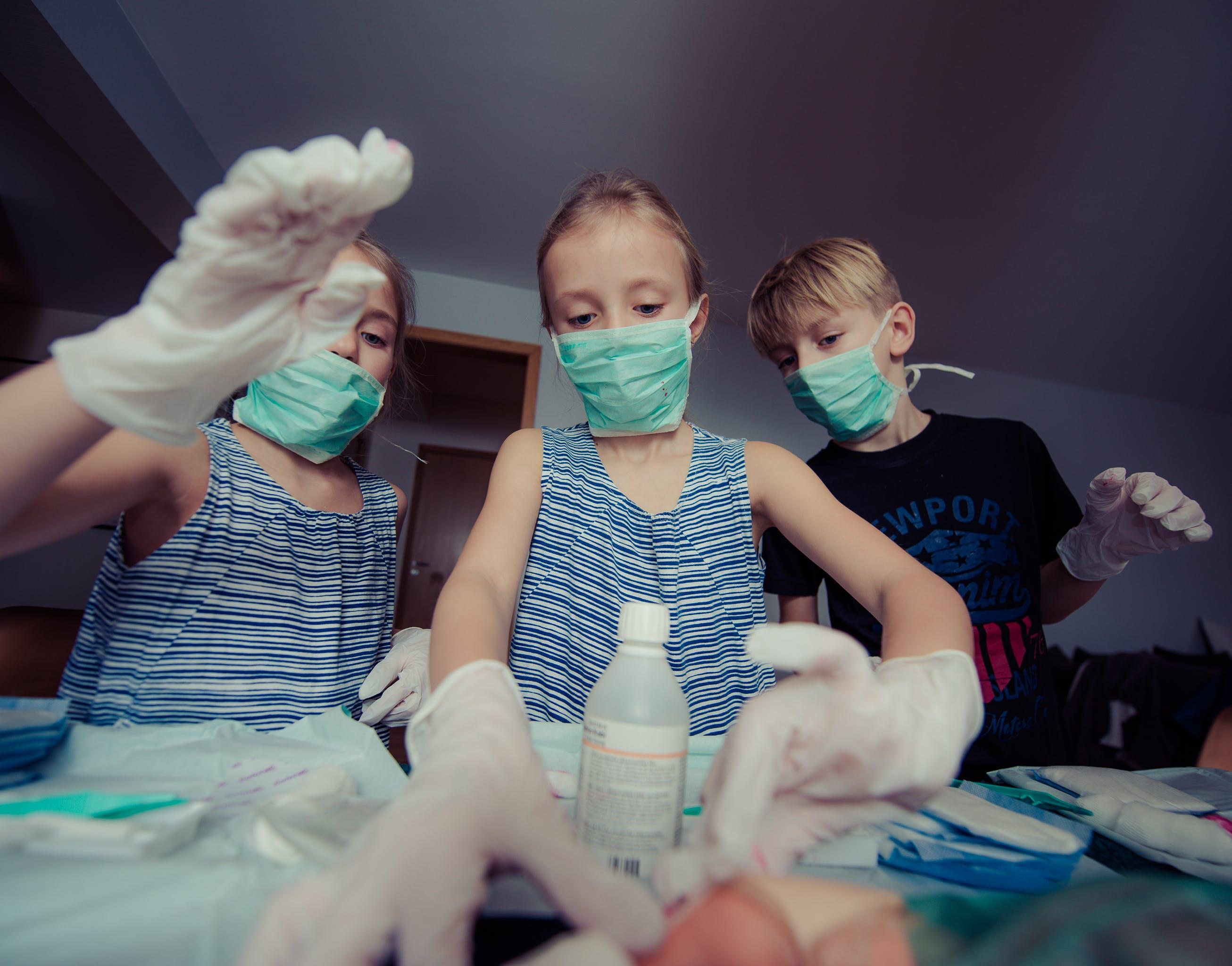 Kostenloses Stock Foto zu chirurg, erste hilfe, junge, kind